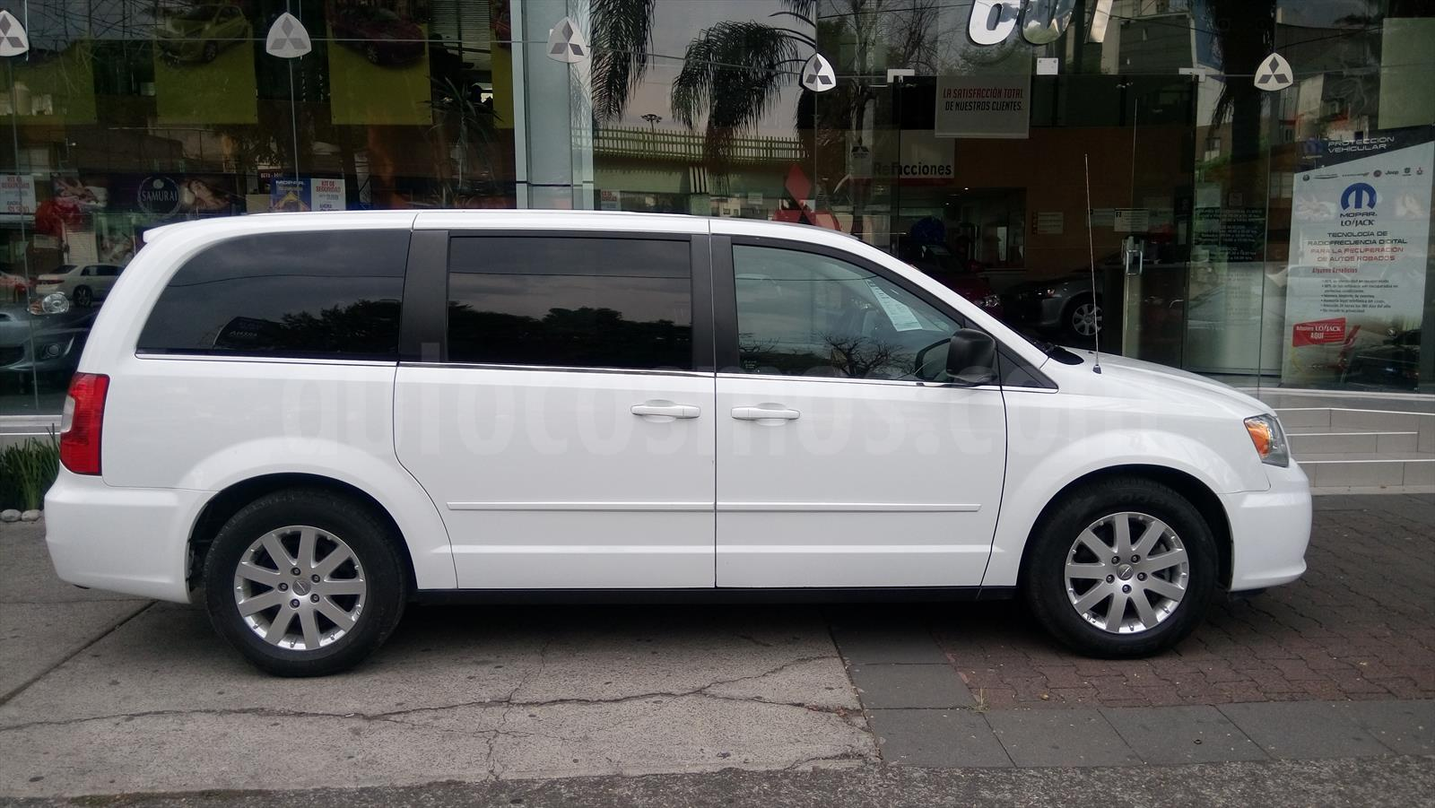venta auto usado chrysler town and country limited 3 6l 2014 color blanco precio 263 000. Black Bedroom Furniture Sets. Home Design Ideas
