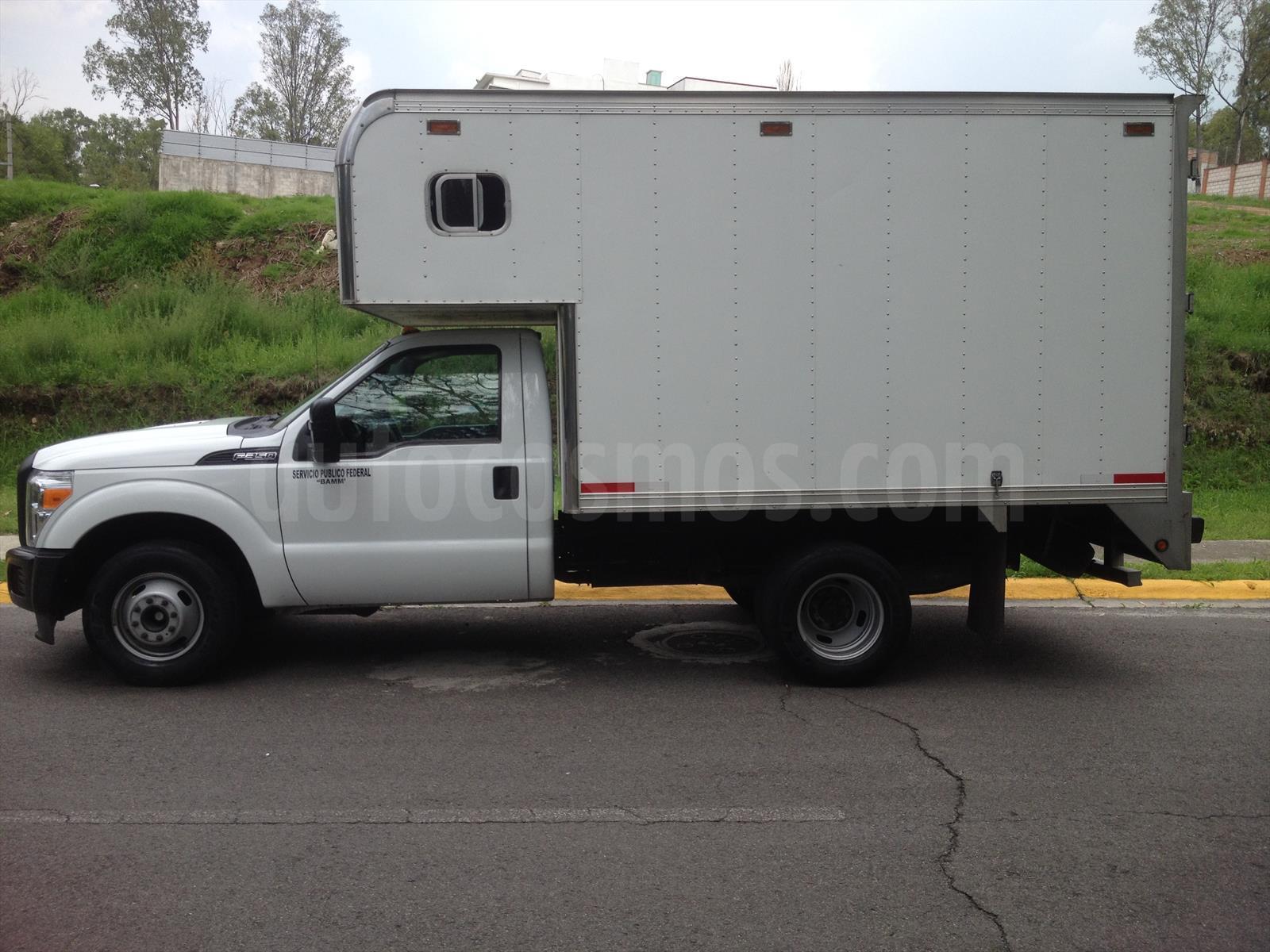 Venta autos usado - Estado de Mexico - Ford F-350 XL Plus 5.4L Super Duty