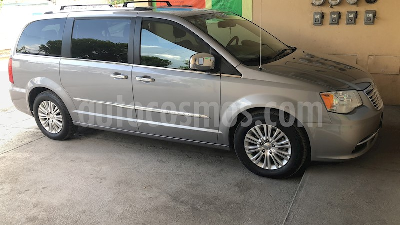 foto Chrysler Town and Country Limited 3.6L usado