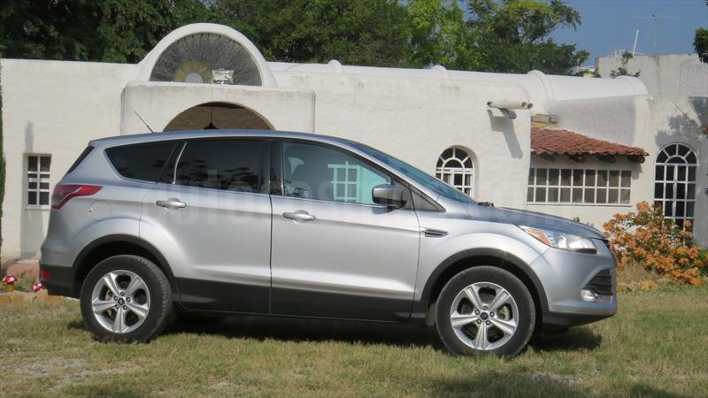 foto Ford Escape SE