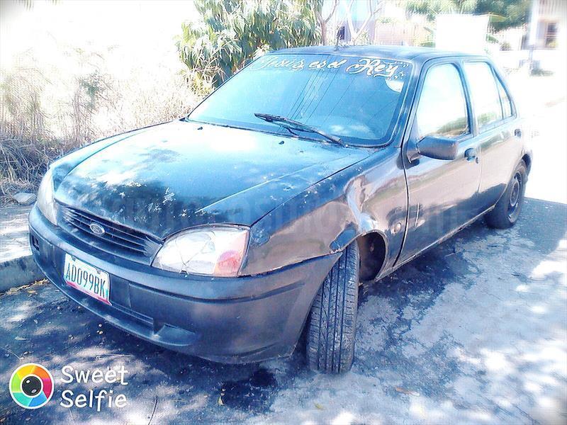 foto Ford Fiesta sedan usado