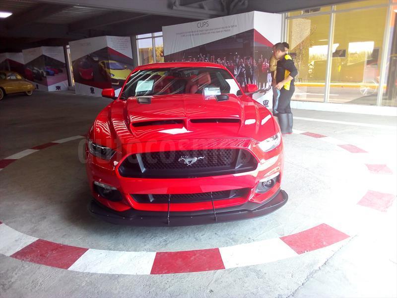 foto Ford Mustang GT 5.0L V8 Seminuevo