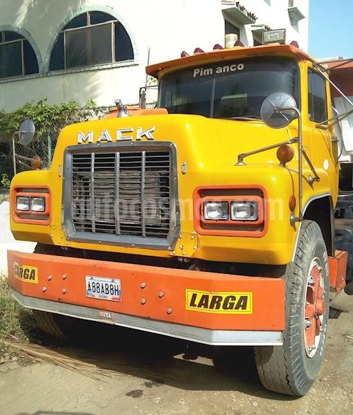 foto Mack RD688 camion de hotoiler usado