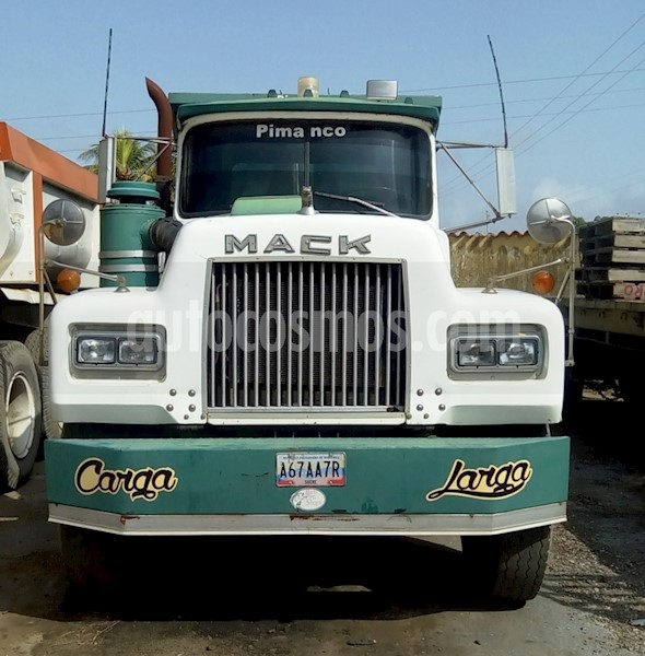 foto Mack RD688 SX HD ChasisL6 12i 24V  Usado