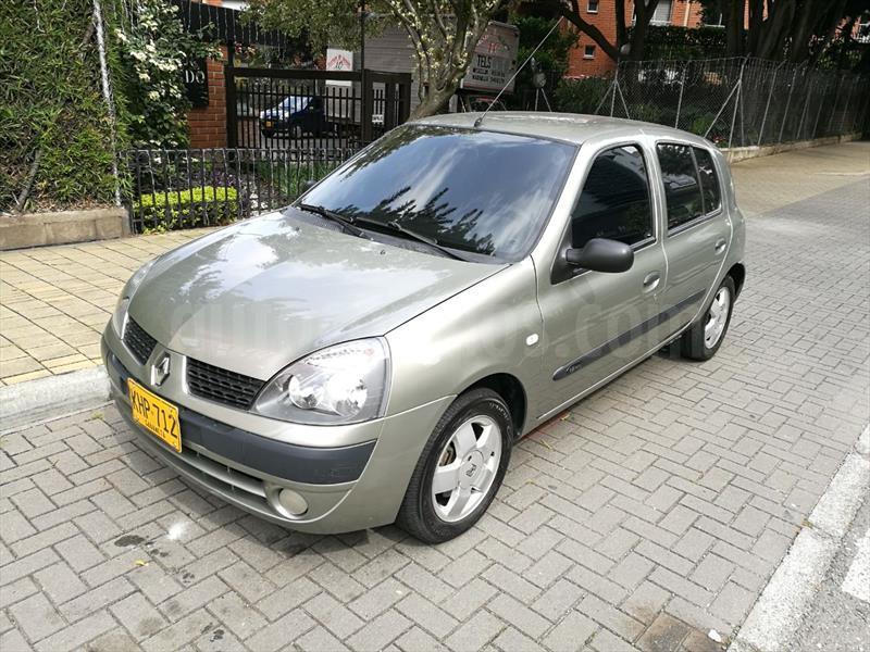 foto Renault Clio 1.6 Aut 5P usado (2011) color Gris precio $19.500.000