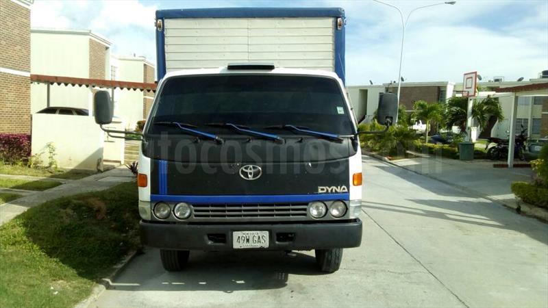 foto Toyota Dyna Utilitario usado