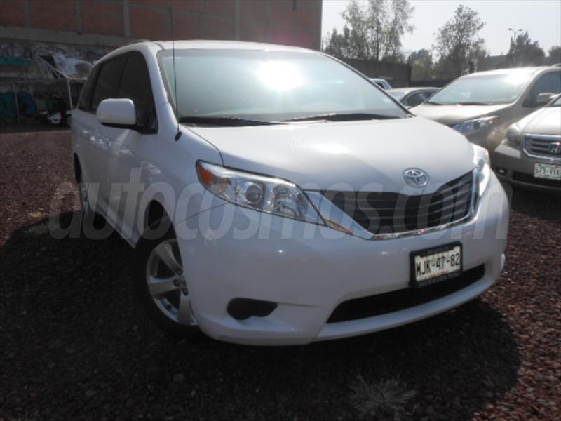 Toyota Sienna LE 3.5L 2011