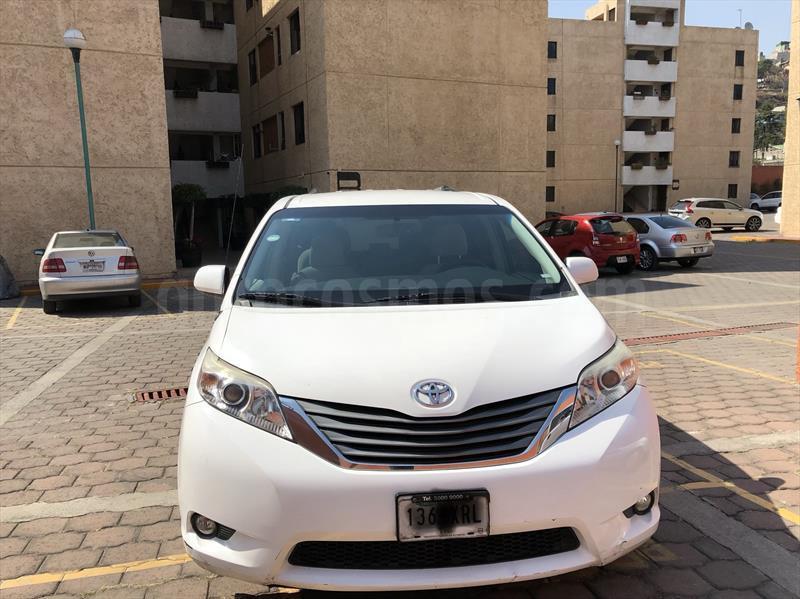 foto Toyota Sienna XLE 3.5L Seminuevo