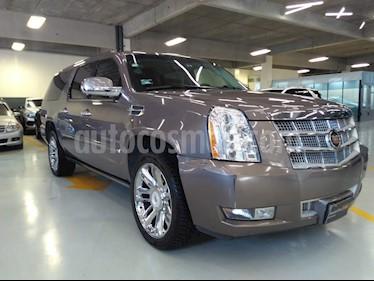 Foto venta Auto Seminuevo Cadillac Escalade ESV Platinum 8 Pasajeros (2013) color Arena precio $435,000