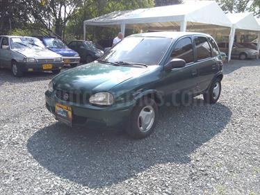 Foto venta Carro usado Chevrolet Corsa 1.4 Sinc 5P  (2001) color Verde precio $11.800.000