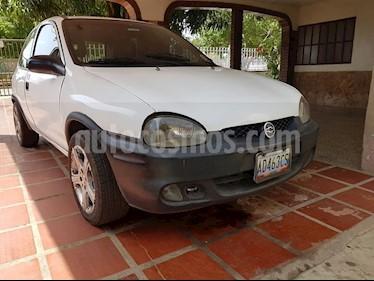Chevrolet Corsa 3 Puertas Sinc. A-A usado (1999) color Blanco precio u$s1.100