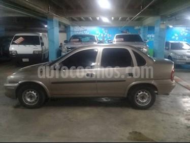 Foto venta carro Usado Chevrolet Corsa 4 Puertas Auto. A-A (2001) color Bronce precio u$s1.700