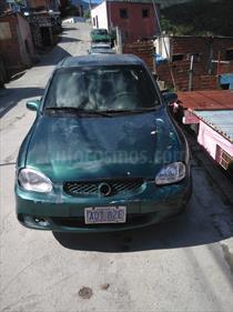 Foto venta carro usado Chevrolet Corsa 4 Puertas Sinc. A-A (2001) color Verde precio BoF130.000.000