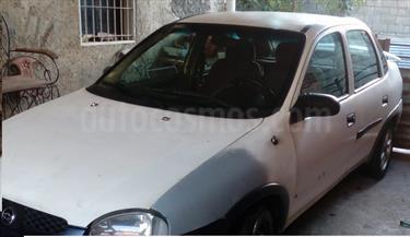 Chevrolet Corsa 4 Puertas Sinc. A-A usado (2005) color Blanco Techno precio BoF140.000