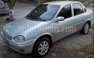 foto Chevrolet Corsa 4P GLS 1.6 MPFi 8V