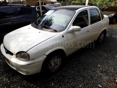 Foto venta Carro Usado Chevrolet Corsa sedan 1.3 5 puertas (2005) color Blanco precio $11.500.000