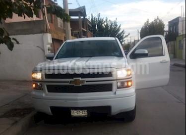 Foto venta Auto Seminuevo Chevrolet Silverado 1500 Cab Reg Paq C Aut (2015) color Blanco precio $260,000