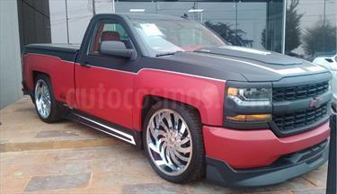 Foto venta Auto Seminuevo Chevrolet Silverado 1500 LS Cab Reg (2017) color Negro Opaco precio $749,700