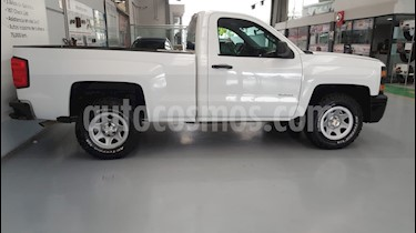 Foto venta Auto Seminuevo Chevrolet Silverado 2500 4x4 Cab Reg LS (2014) color Blanco precio $239,000
