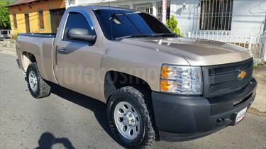 Foto venta carro usado Chevrolet Silverado LS 5.3L Cabina Simple 4x2 (2012) color Beige Dakar precio u$s145.000