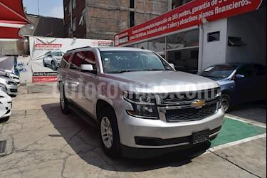Foto venta Auto Seminuevo Chevrolet Suburban LS Tela (2016) color Plata Brillante precio $568,000