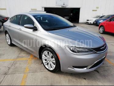 Foto venta Auto Seminuevo Chrysler 200 2.4L Limited (2015) color Acero precio $179,000