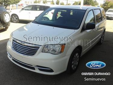 foto Chrysler Town and Country BASE