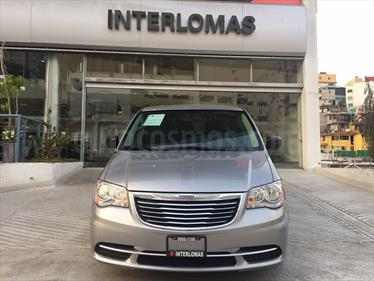 Foto venta Auto Seminuevo Chrysler Town and Country Li 3.6L (2016) color Plata Martillado precio $310,000