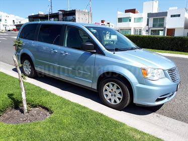 Foto venta Auto Seminuevo Chrysler Town and Country Li 3.6L  (2013) color Azul Cristal precio $150,000
