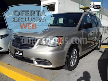 Foto venta Auto usado Chrysler Town and Country Li 3.6L (2016) color Cashmere precio $270,000
