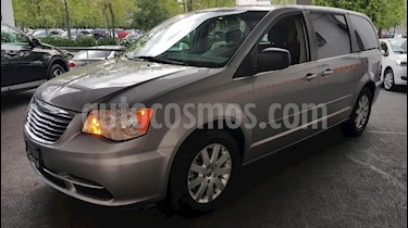 Chrysler Town and Country Li 3.6L usado (2015) color Plata precio $225,000