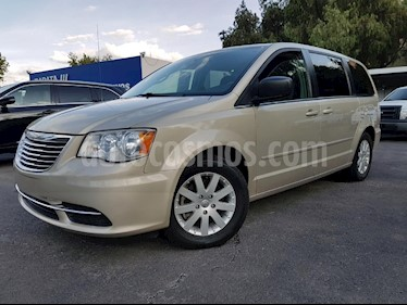 Foto venta Auto Usado Chrysler Town and Country Li 3.6L (2016) color Cafe precio $290,000
