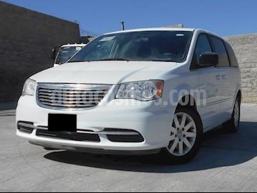 Foto venta Auto Seminuevo Chrysler Town and Country Li 3.6L (2016) color Blanco precio $295,000
