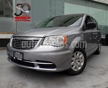 Foto venta Auto Seminuevo Chrysler Town and Country Li 3.6L (2013) color Plata precio $169,900