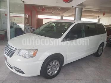 Foto venta Auto Seminuevo Chrysler Town and Country Li 3.6L (2013) color Blanco precio $169,900