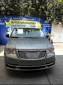 Foto venta Auto Seminuevo Chrysler Town and Country Li 3.6L (2016) color Grafito precio $300,000
