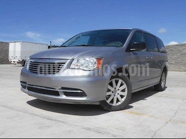 Foto venta Auto Seminuevo Chrysler Town and Country Li 3.6L (2016) color Gris precio $270,000