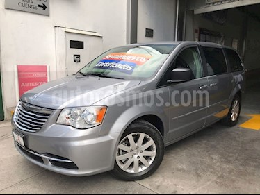 Foto venta Auto Seminuevo Chrysler Town and Country Li 3.6L (2015) color Plata Martillado precio $259,000
