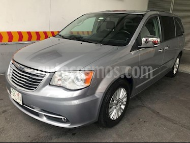 Foto venta Auto Usado Chrysler Town and Country Limited 3.6L (2013) color Plata precio $269,900