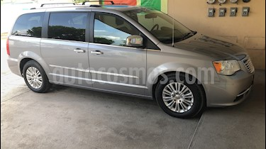 Foto venta Auto usado Chrysler Town and Country Limited 3.6L (2014) color Plata Martillado precio $285,000