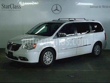 Foto venta Auto Seminuevo Chrysler Town and Country Limited 3.6L (2014) color Blanco precio $299,000