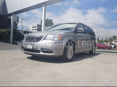 Foto venta Auto Seminuevo Chrysler Town and Country Limited 3.6L (2014) color Plata Martillado precio $300,000
