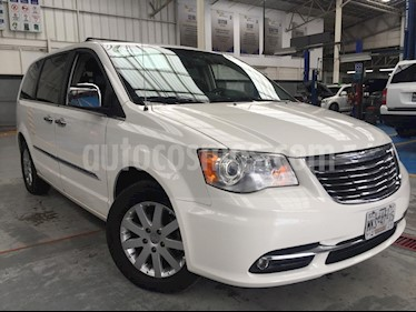 Foto venta Auto Seminuevo Chrysler Town and Country Limited 3.6L (2011) color Blanco precio $240,000