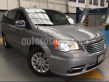 Foto venta Auto Seminuevo Chrysler Town and Country Limited 3.6L (2014) color Plata precio $330,000