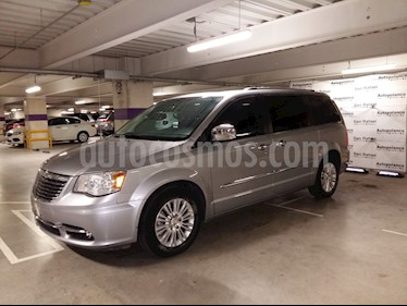 Foto venta Auto Seminuevo Chrysler Town and Country Limited 3.6L (2014) color Plata Martillado precio $285,000