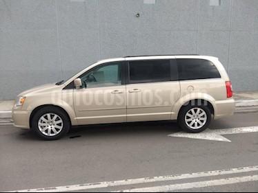 Foto venta Auto Usado Chrysler Town and Country LX 3.6L (2014) color Dorado precio $250,000