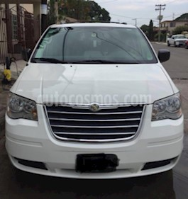 Foto venta Auto Seminuevo Chrysler Town and Country LX 3.8L  (2010) color Blanco precio $150,000