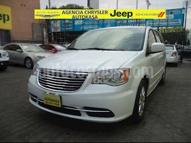 Foto venta Auto Usado Chrysler Town and Country Touring 3.6L (2016) color Blanco precio $430,000