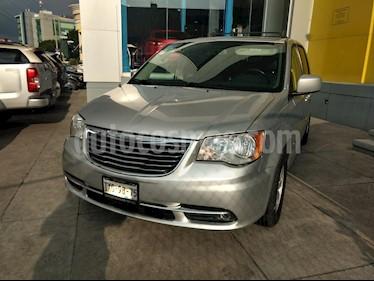 Foto venta Auto Seminuevo Chrysler Town and Country Touring 3.6L (2011) color Plata precio $197,000