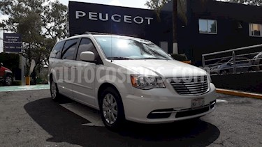 Foto venta Auto Seminuevo Chrysler Town and Country Touring 3.6L (2015) color Blanco precio $284,900